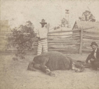 Hypodermic injection by Dr. McCrummen. A sick mule at the convict stockade - Sprague Junction, Alabama. - Rime Period 1890 - 1899